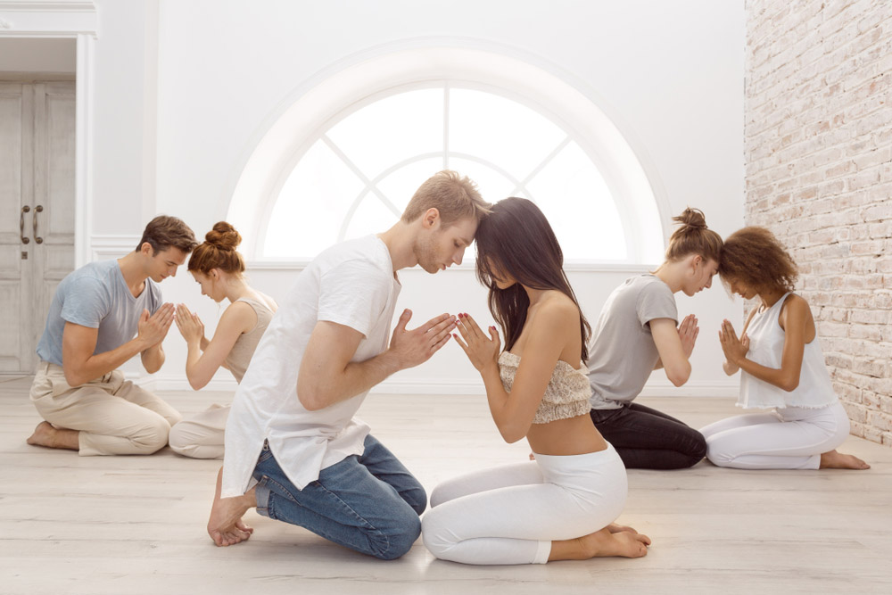 Übung, Meditation, 2 Menschen, gegenüber, Verbeugen, Achtsamkeit, Beziehungen